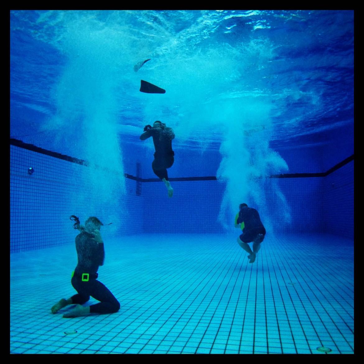 Spring fra femmeren alternative klubmesterskaber bellahøj kfk københavns fridykkerklub undervandsfoto fridykning